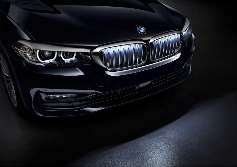 BMW Chrome Iconic Glow Kidney Grilles
