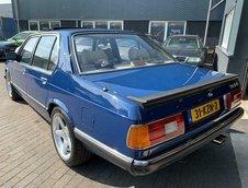 BMW E23 cu motor V8
