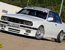 BMW E30 by Pista