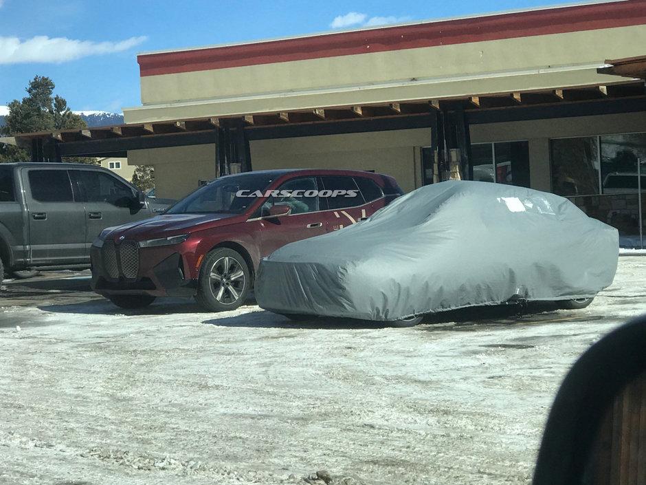 BMW iX necamuflat
