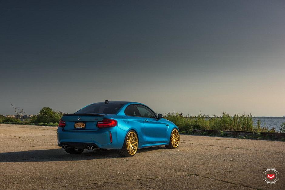 BMW M2 cu jante Vossen