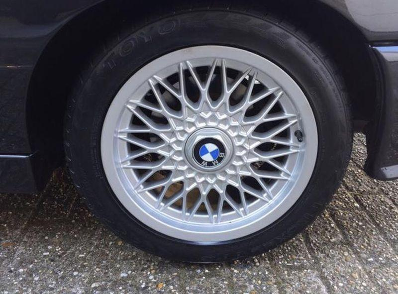 BMW M3 E30 cu 306.000 km la bord - BMW M3 E30 cu 306.000 km la bord