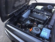 BMW M3 E30 cu 306.000 km la bord
