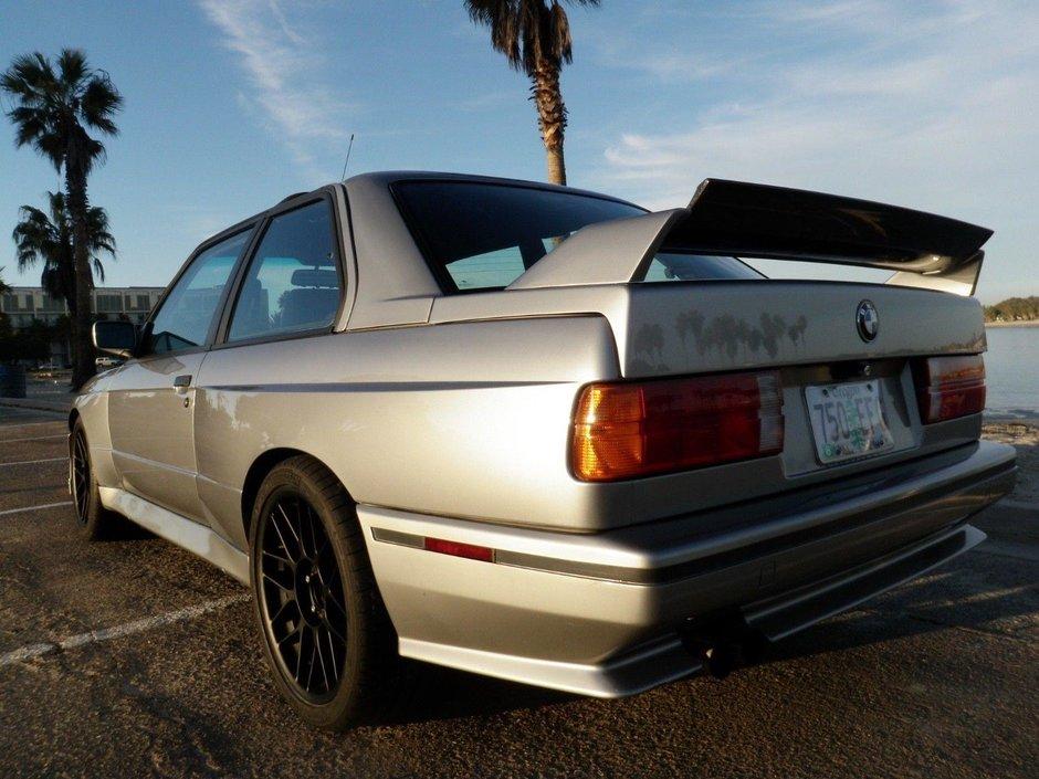 BMW M3 E30 cu motor V8