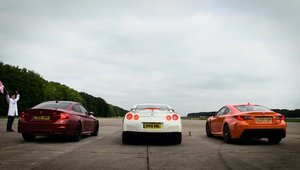 BMW M4 vs. Lexus RC-F vs. Nissan GT-R in linie dreapta: tu pe cine pariezi?