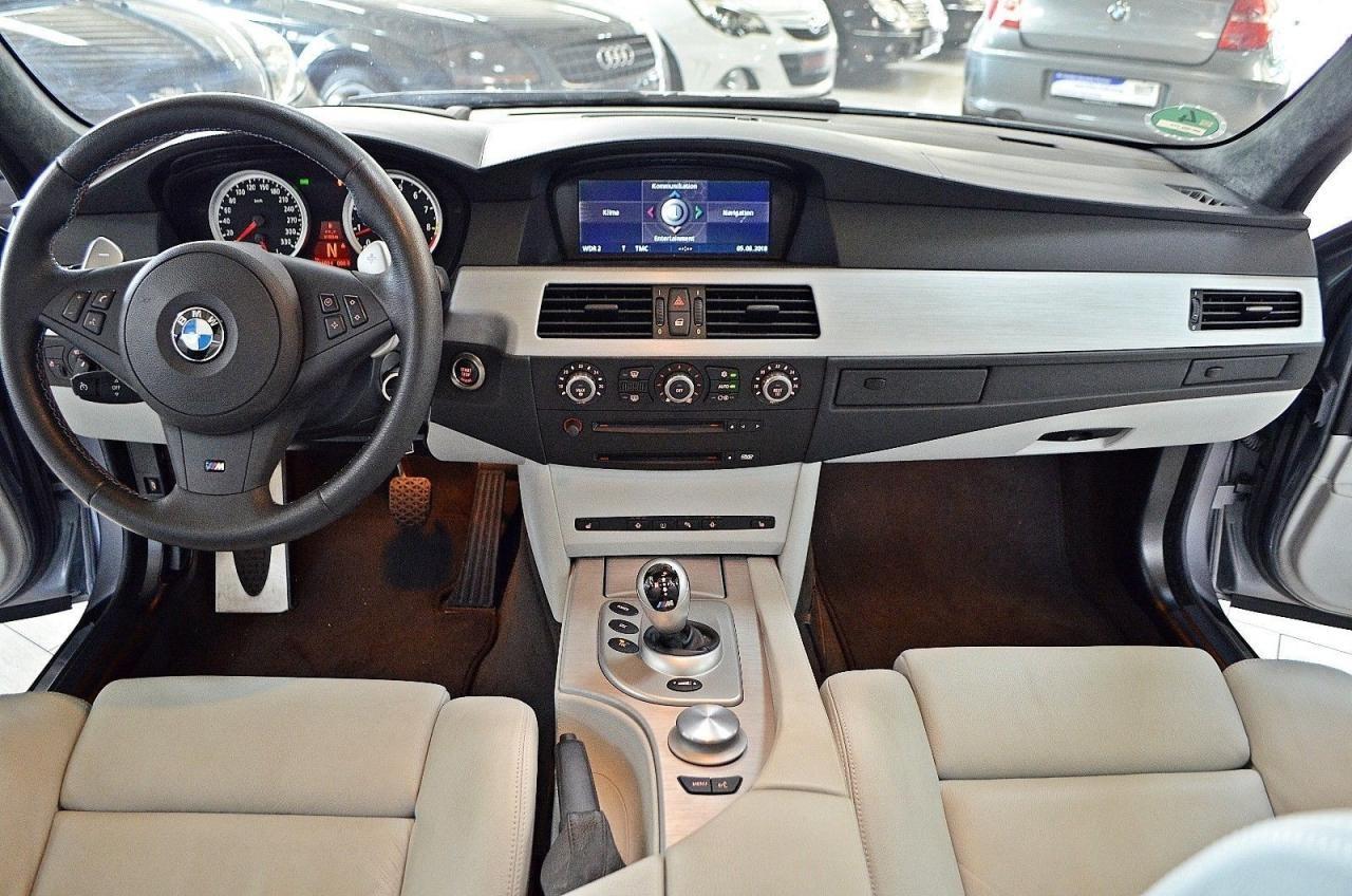 BMW M5 E60 cu 16.000 km - BMW M5 E60 cu 16.000 km