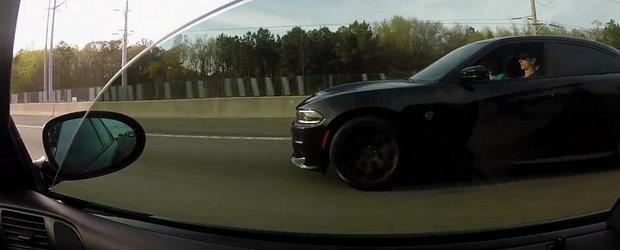 BMW M5 Turbo vs. Dodge Charger Hellcat, pe strazile din SUA. Cine castiga?