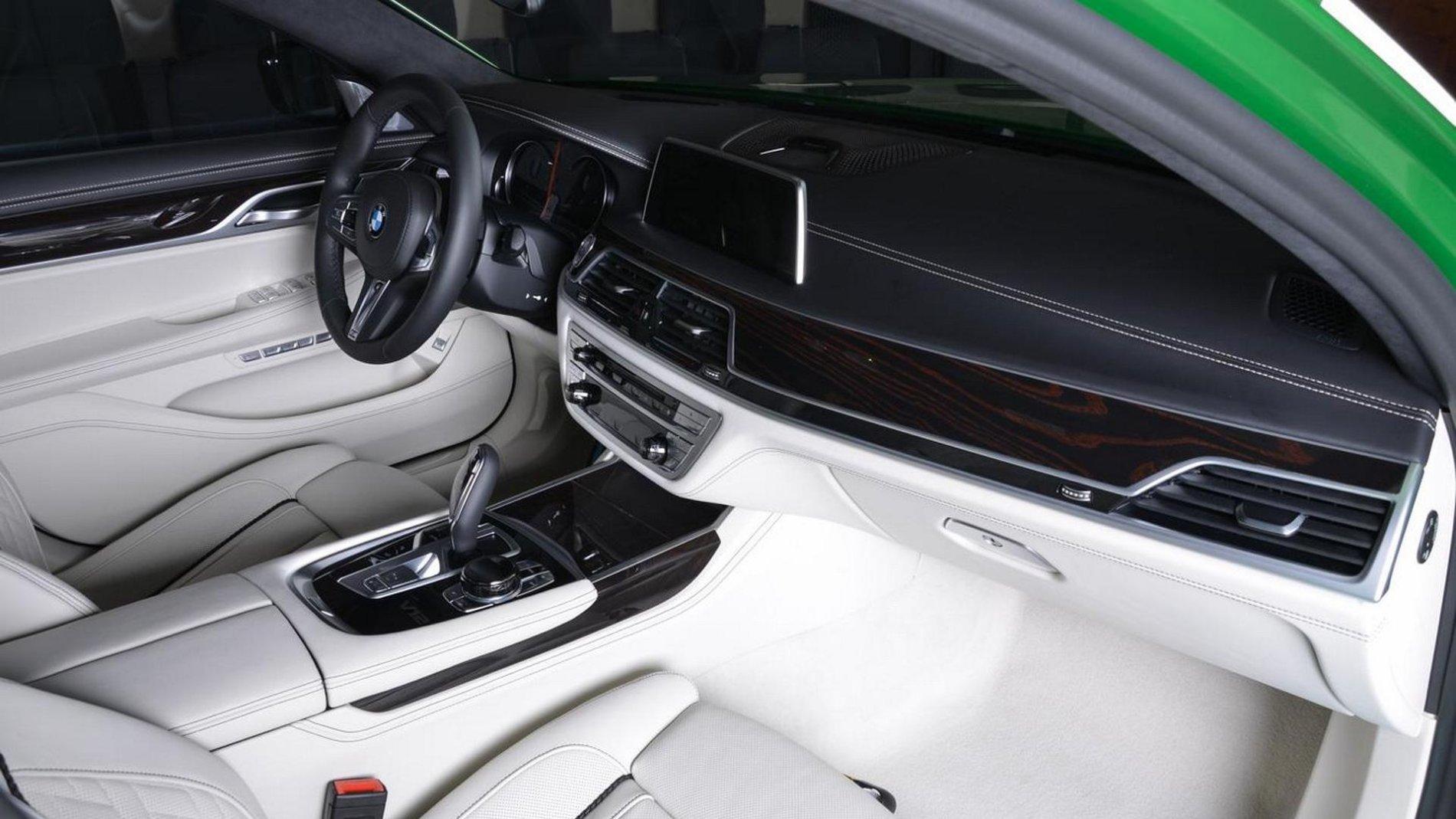 BMW M760Li xDrive in Rallye Green - BMW M760Li xDrive in Rallye Green