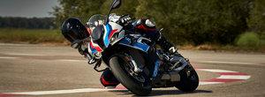 BMW Motorrad lanseaza prima motocicleta M din istoria companiei. Jantele din carbon sunt standard
