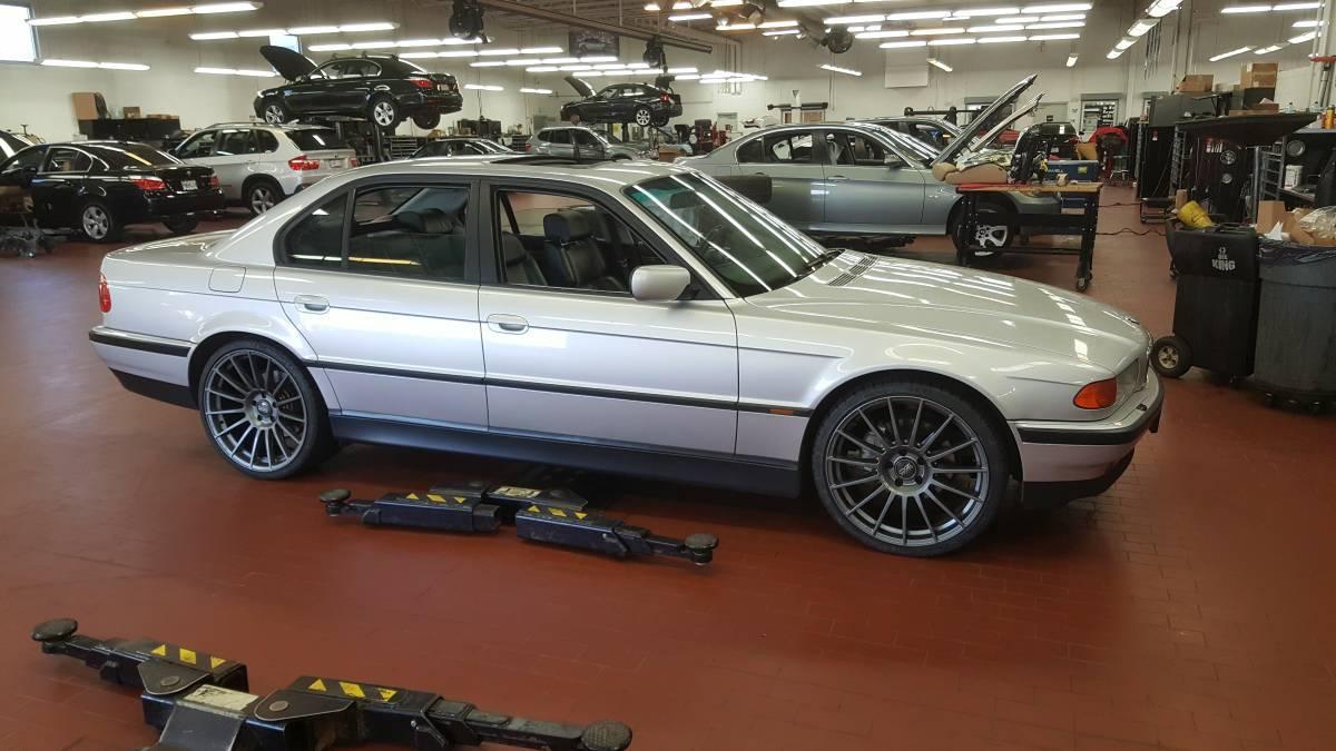 BMW Seria 7 cu motor de M5 E39 - BMW Seria 7 cu motor de M5 E39