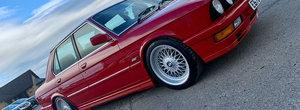 BMW-ul care a impartit internetul in doua. Modelul construit in anul 1987 a primit un transplant de motor Mercedes