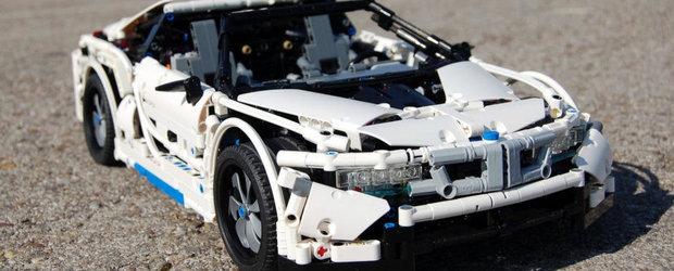 BMW-ul I8 din LEGO are usi cu deschidere verticala si chiar un buton SPORT