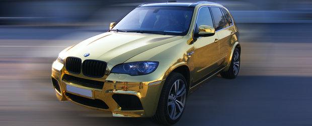 BMW X5 M imbracat in folie aurie - Tuning minim, rezultat maxim