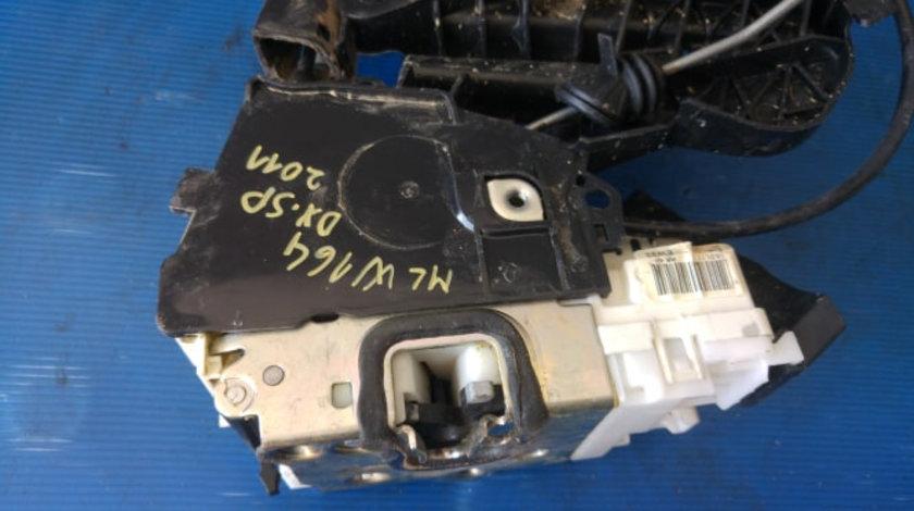 Broasca iala cu maner exterior usa dreapta spate mercedes m-class ml 350 4matic w164 2011 1697302235