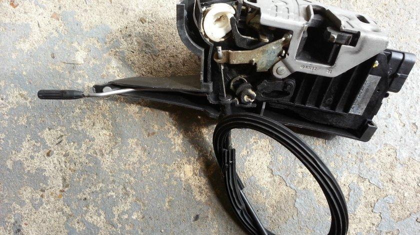 Broasca incuietoare usa stanga fata Mercedes ML W163