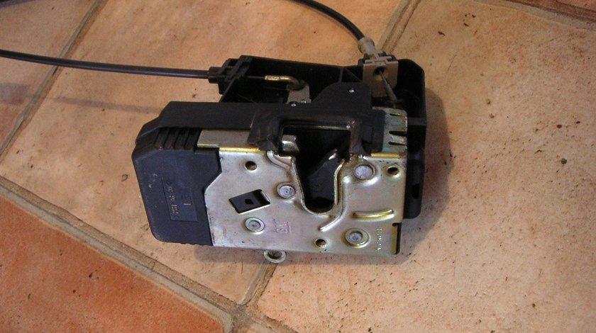 Broasca incuietoare usa stanga fata Opel Zafira A, Astra G (1998-2004) cod 24444015, 90561151