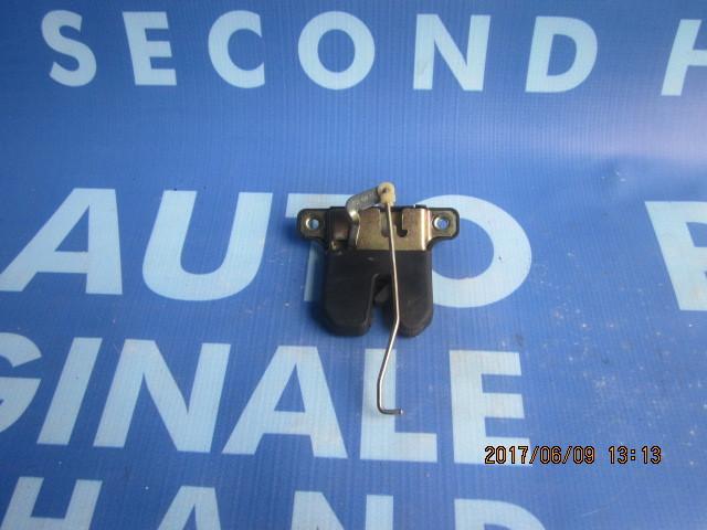 Broasca portbagaj Audi A4: 8D5827505