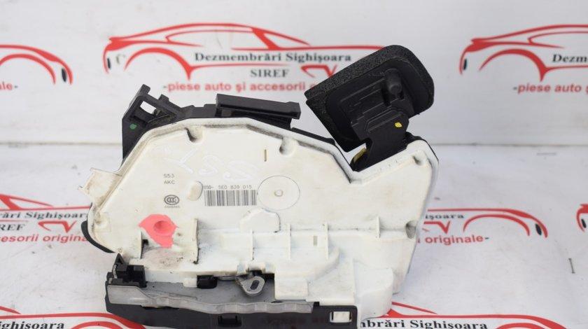 Broasca spate stanga VW Polo 6R Octavia 3 Skoda Rapid 5E0839015