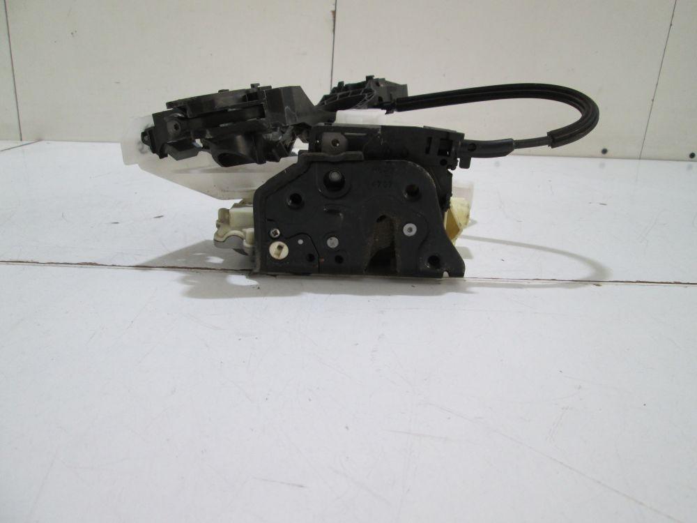Broasca + suport maner usa dreapta spate Vw Passat B6 Combi an 2005-2010 cod 3C4839016A