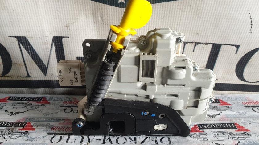 Broasca usa dreapta fata Audi A4 B8 cod piesa : 8J1837016A