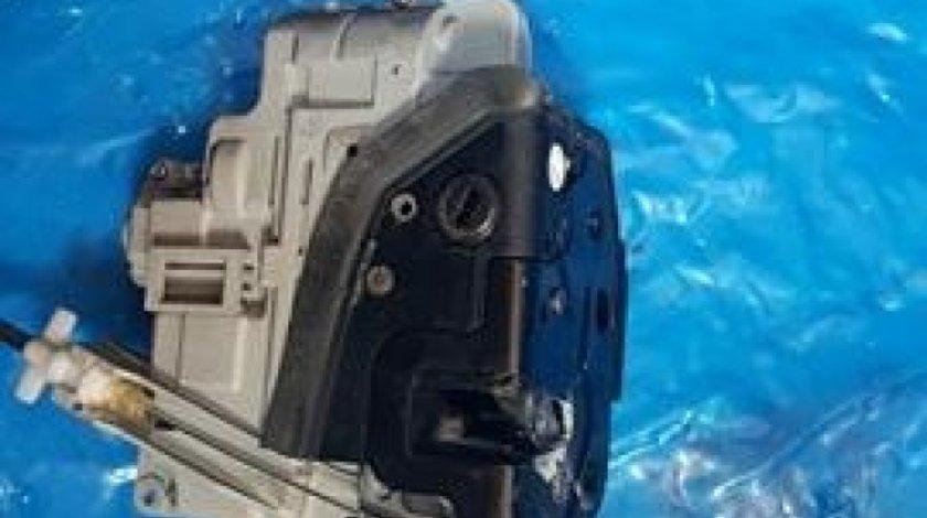 Broasca usa dreapta spate cod 3c4839016a skoda superb II