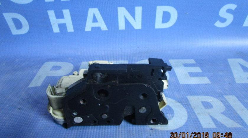 Broasca usa VW Passat B6 ;  3C2837016A // 3C2837015A