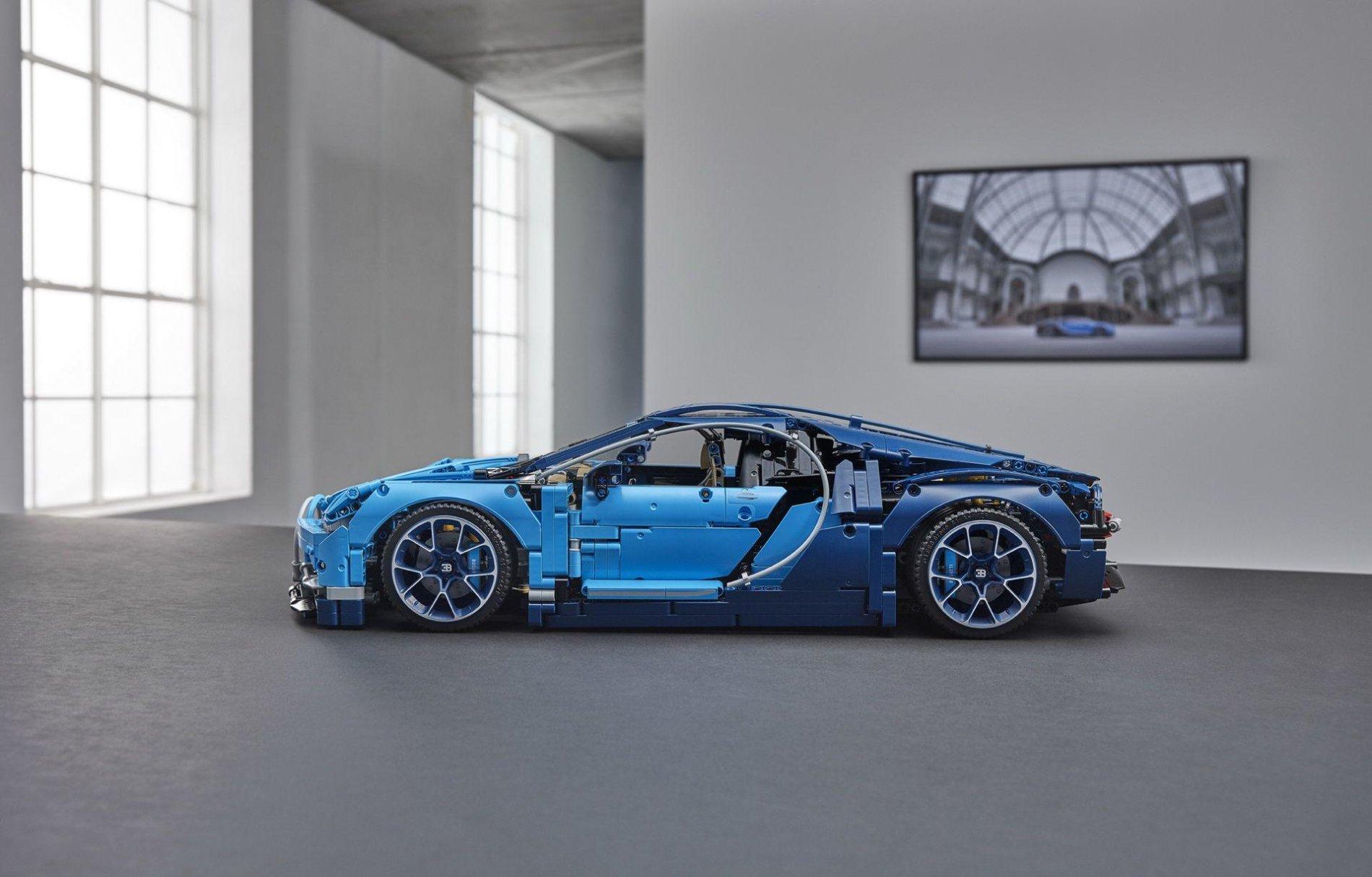 Bugatti Chiron din piese LEGO - Bugatti Chiron din piese LEGO