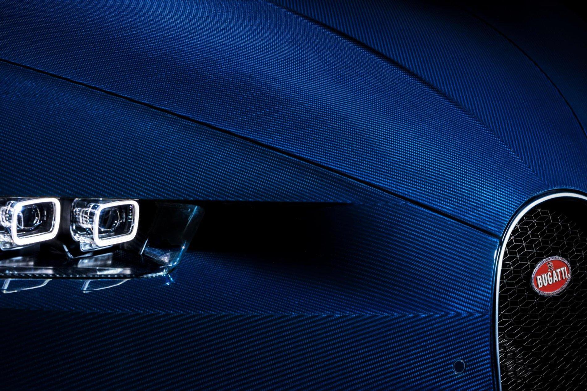 Bugatti Chiron in carbon albastru - Bugatti Chiron in carbon albastru