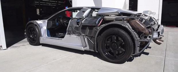 Bugatti EB110 SS pozeaza topless, cu toate componentele mecanice la vedere