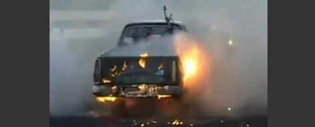 Burnout cu masina - cam asa se face un burnout cu urmari incendiare
