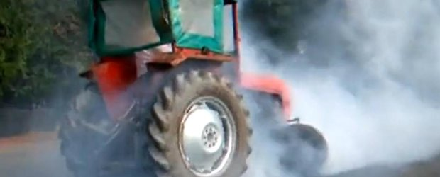 Burnout cu tractorul, the ultimate drift machine