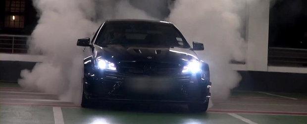 Burnout de proportii epice la bordul unui Mercedes C63 AMG Black Series