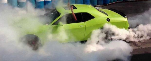 Burnout demential cu noul Dodge Challenger SRT Hellcat