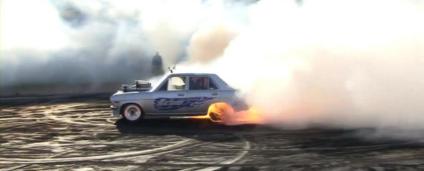 Burnout incendiar cu un Datsun 1200 supraalimentat. VIDEO AICI!