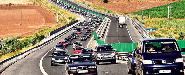 Ca la noi, la nimeni: in plin sezon, Autostrada A2 va fi restrictionata la o banda pe sens