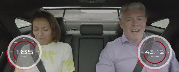 Ca sa demonstreze confortul noului model, sefii l-au pus sa dea un interviu in timp ce masina gonea cu 300 km/h