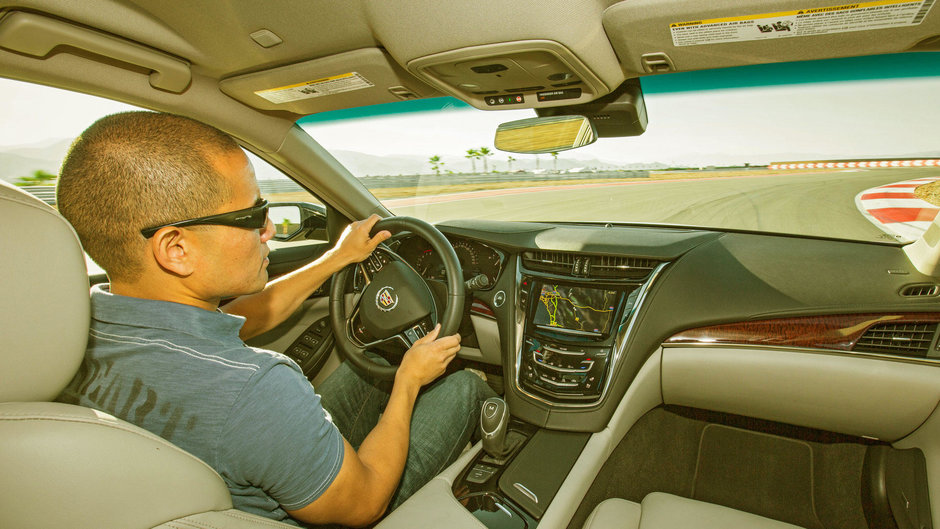 Cadillac da cate $100 celor care fac un test-drive cu masinile marcii