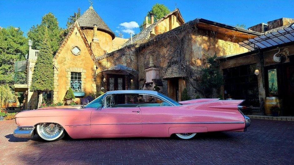 Cadillac de Ville lasat pe burta