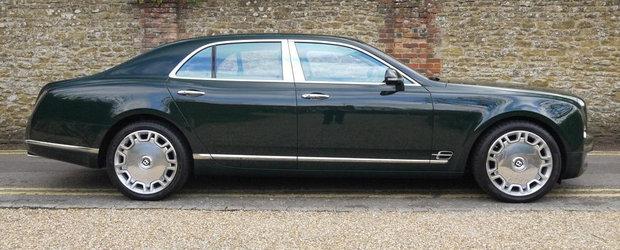 Calatoreste ca un rege la bordul vechiului Bentley Mulsanne detinut de Regina Elisabeta a II-a