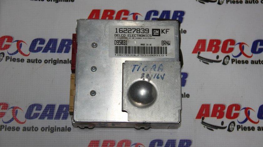 Calculator motor Opel Tigra A 1.4 Benzina cod: 16227839 / D95031 / 0281001427KF model 2000