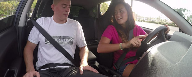 Cam cat este de greu sa-ti inveti prietena sa conduca o masina cu transmisie manuala pentru prima oara?