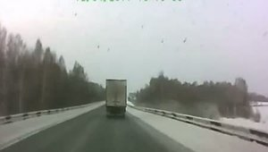 Camion aproape de accident in Rusia