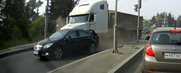 Camionul fara frane din Rusia: accident spectaculos