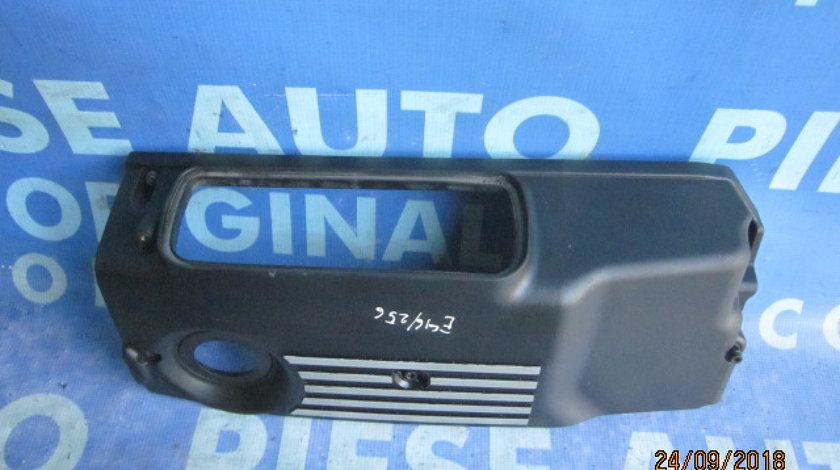 Capac motor BMW E46 330d; 13712249717 (capac filtru aer)