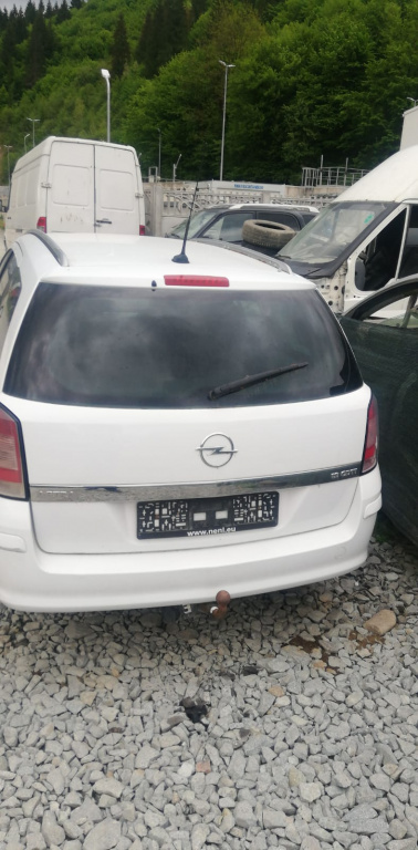 Capac motor protectie Opel Astra H 2008 break 1,9 CDTI
