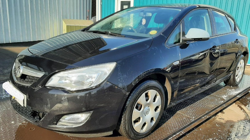 Capac motor protectie Opel Astra J 2010 Hatchback 1.3 CDTI