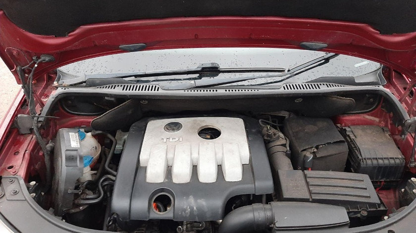 Capac motor protectie Volkswagen Touran 2008 Hatchback 2.0 tdi
