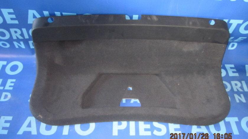 Capitonaj capota VW Passat B5 2001