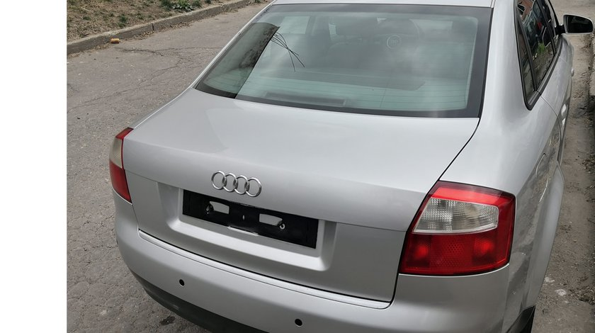 Capota portbagaj impecabila ptr Audi A4 B6 culoare LY7W