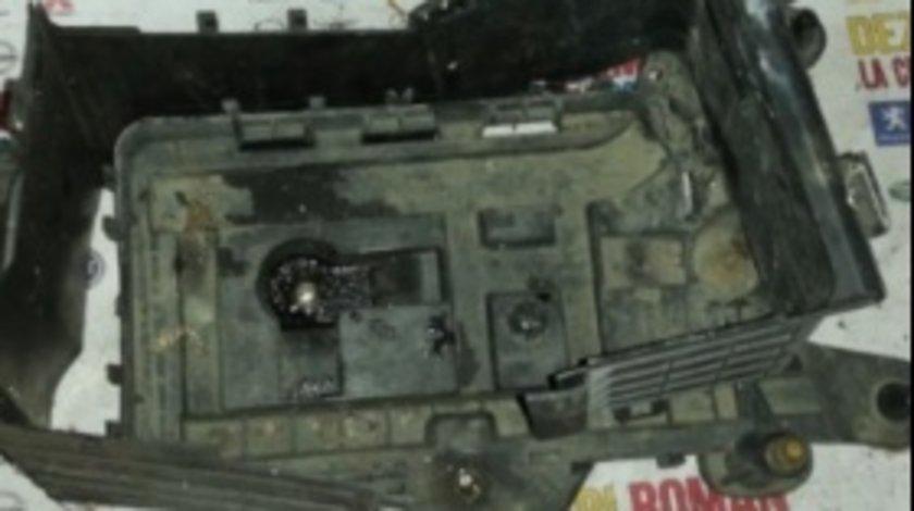 Carcasa baterie fara capac audi a3 8P motor 2.0tdi bkd VW golf 5 jetta touran
